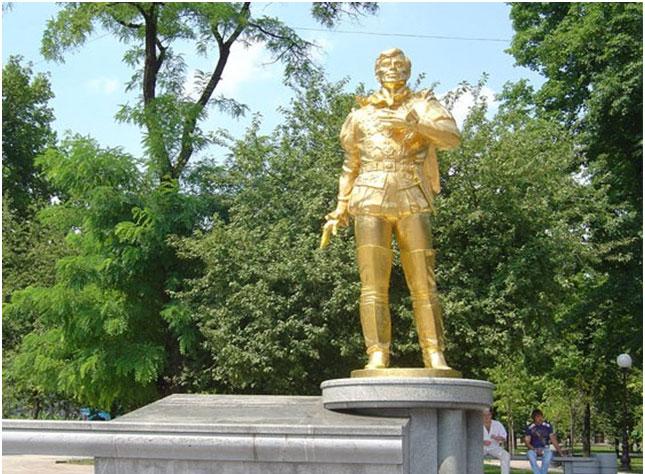 Памятник Анатолию Соловьяненко в Донецке